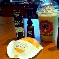 Photo taken at J.Co Donuts & Coffee by Yusep R. on 11/6/2016