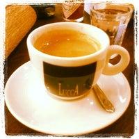 Photo taken at Lucca Cafés Especiais by Auyri F. on 10/20/2012