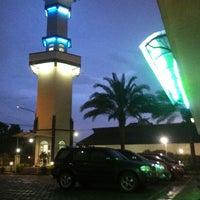 Photo taken at Masjid Besar Al-Izhar Kutoarjo by Mahmur M. on 4/19/2014