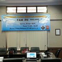 Photo taken at Gedung Dekanat Fakultas Teknik by Hari Y. on 5/30/2014
