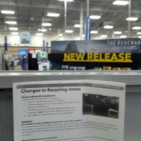 Photo taken at Best Buy by David H. on 4/24/2016