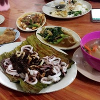 Photo taken at Restoran Pantai by Knadia on 5/28/2016