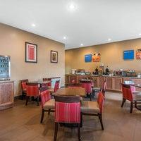 Photo taken at Comfort Inn & Suites by Yext Y. on 11/25/2016