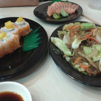 Photo taken at Sushi King by Jhoan A. on 11/22/2014
