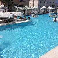 Photo taken at La Jacaranda Lounge Ibiza by Natālija B. on 8/1/2016