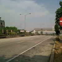 Photo taken at Jalan Tol Lingkar Luar Jakarta Seksi E1 (JORR E1) by Dwi Trisnanto on 9/17/2012
