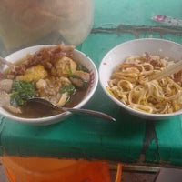 Photo taken at Mie Baso Spesial Joko Sirod by Deri S. on 10/2/2015