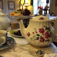 Photo taken at Tea On The Tiber by Chitra R. on 10/4/2015