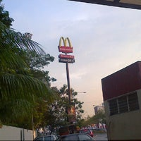 Photo taken at McDonald's by Nadbee N. on 12/22/2012