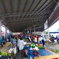 Photo taken at Sunday Market (Pasar Minggu Satok) by Nurali M. on 8/21/2016