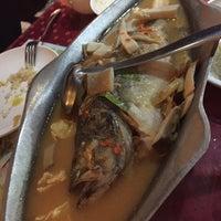 Photo taken at Muang Thai Kitchen | 泰厨 by Tang S. on 10/2/2015