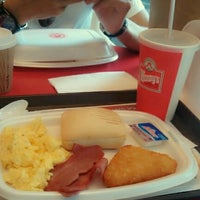Photo taken at Wendy's by Rose d. on 4/28/2012