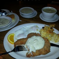 Photo taken at Cracker Barrel Old Country Store by Henry T. on 3/26/2013