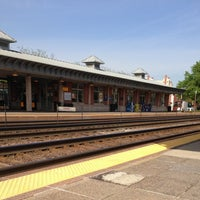 Photo taken at Metra - Elmhurst by Luy A. on 5/13/2013