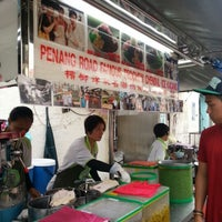 Photo taken at Penang Road Famous Teochew Chendul (Tan) by Badai A. on 12/5/2012