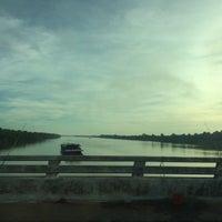 Photo taken at แม่น้ำมูล by Rattanawalee M. on 10/23/2014