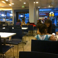 Photo taken at Jollibee by RyMnD on 1/5/2015