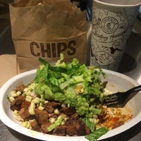 Photo taken at Chipotle Mexican Grill by Oswaldo G. on 10/12/2014