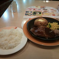 Photo taken at ジョナサン 荻窪北店 by Haruki H. on 3/23/2013
