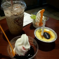 Photo taken at J.Co Donuts & Coffee by Siu L. on 4/8/2016