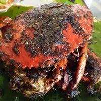 Photo taken at Rasane Seafood & Ikan Bakar by Ernie P. on 8/31/2014