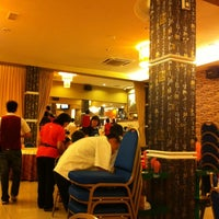 Photo taken at Restoran Hai Thian by Welfred Suto on 10/27/2012