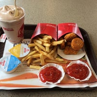 Photo taken at Wendy's by Daniel S. on 4/5/2014