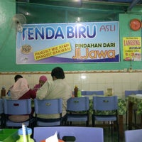 Photo taken at Depot Mie Pangsit Tenda Biru by Indra Y. on 1/19/2014
