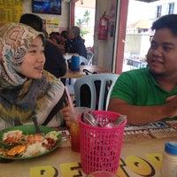 Photo taken at Restoran Nikmaat by Angelina M. on 8/26/2016