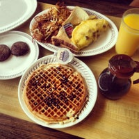 Photo taken at Waffle House by Carine F. on 11/1/2013