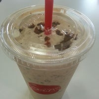 Photo taken at MOOYAH Burgers, Fries & Shakes by Vinesh G. on 10/16/2012