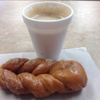 Photo taken at Ralph's Donuts by Vanessa zanetti S. on 1/26/2014