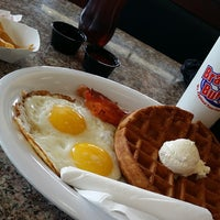 Photo taken at Bravo Burger by Raymond G. on 10/17/2014