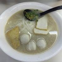 Photo taken at Aberdeen Fishball & Noodle Restaurant 香港仔魚蛋粉 by Snow F. on 4/30/2016