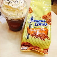 Photo taken at Famous Amos by Atieee on 8/30/2015