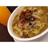Photo taken at Ted's La Paz Batchoy by Kxequiel on 5/10/2014