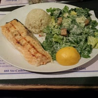 Photo taken at Reuben's Restaurant Delicatessen by Tinoy on 3/28/2015