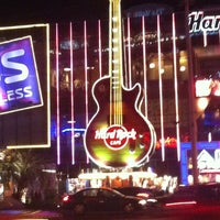 Photo taken at Hard Rock Cafe Las Vegas by Eduardo K. on 1/12/2013