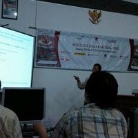 Photo taken at Bursa Efek indonesia Surabaya by Mohamad T. on 4/4/2012