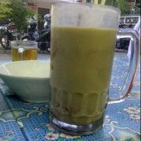 Photo taken at Bakmi Jembatan Gambang by Rynie C. on 2/29/2012
