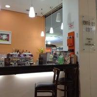 Photo taken at Café do Loft by Fernando D. on 1/22/2012