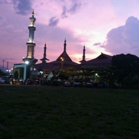 Photo taken at Masjid Raya At Taqwa Kota Cirebon by Laila N. Lubis on 3/23/2012