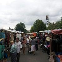 Das Foto wurde bei Flohmarkt am Mauerpark von B. B. am 7/1/2012 aufgenommen