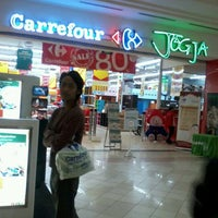 Photo taken at Carrefour by Bisma C. on 3/20/2012