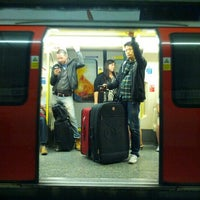 Photo taken at Old Street London Underground Station by pɹoɟuɐs@ on 8/25/2012