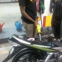 Photo taken at Shell Station - Tiram Wawasan by Kumaresan S. on 10/17/2011