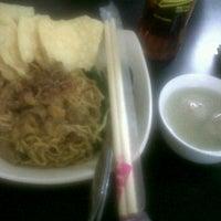 Photo taken at Bakmie Yamin Mang Memet by Mellisa A. on 12/31/2011