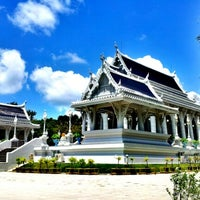 Photo taken at Wat Kaew Korawaram by M1ster on 9/4/2012