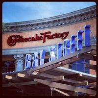 Photo taken at The Cheesecake Factory by Leonardo V. on 8/27/2012