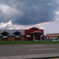 Photo taken at LongHorn Steakhouse by Lucas G. on 8/12/2011
